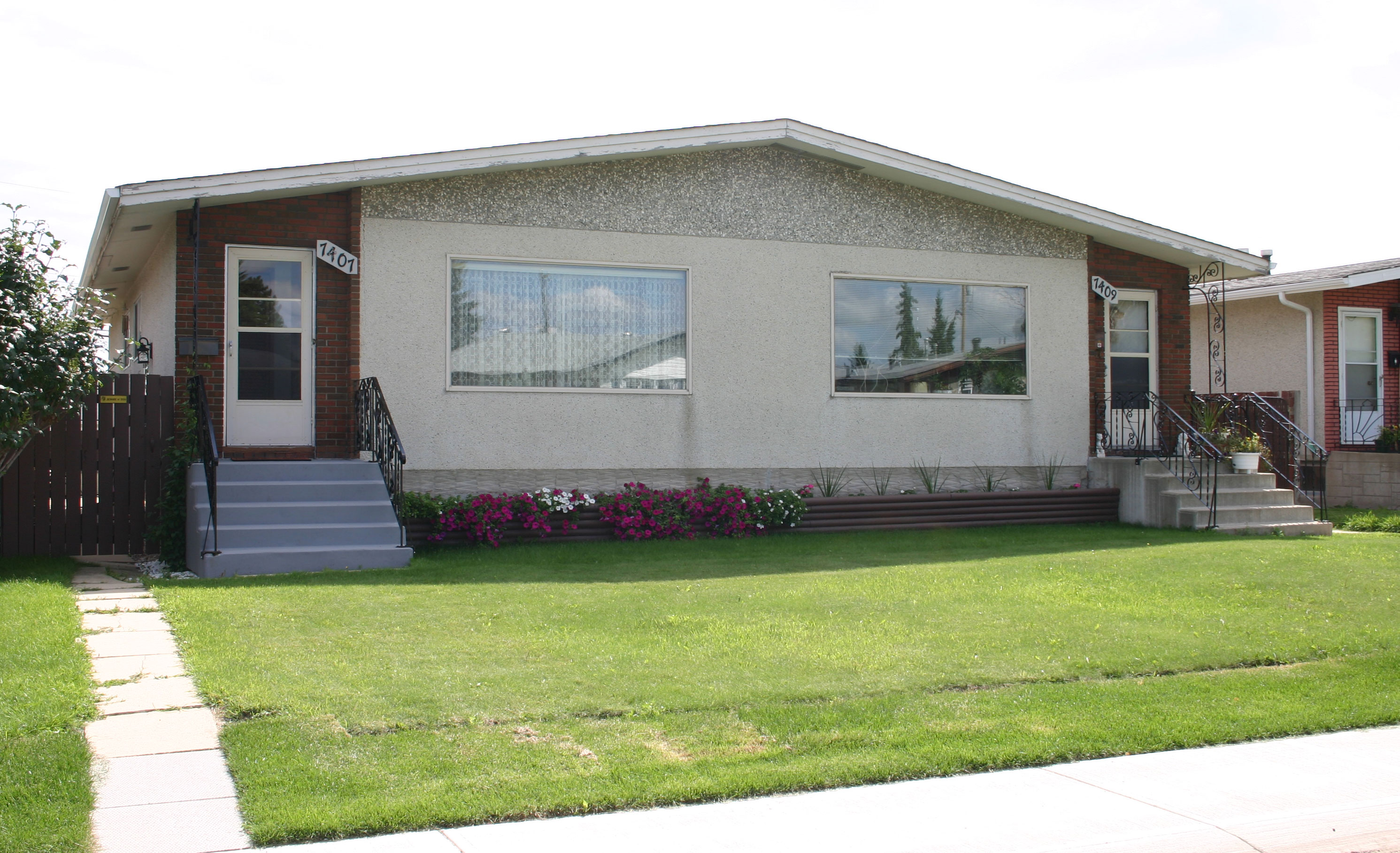 Duplex On RF3 Zoned Lot In King Edward