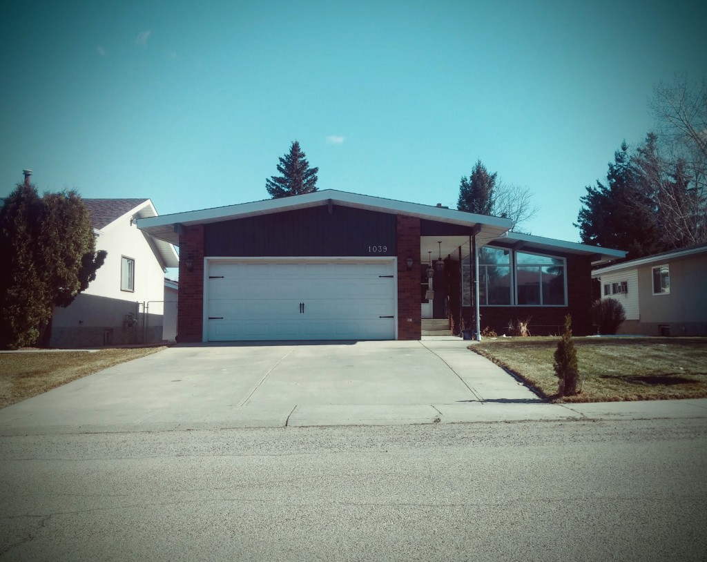 Bungalow for future basement suite in Menisa Edmonton